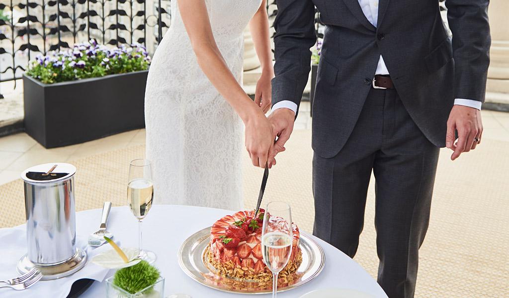 krojenie tortu ślubnego