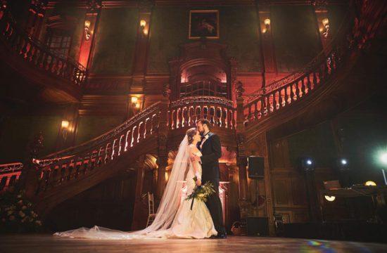 sesja ślubna w dniu wesela we wnętrzach