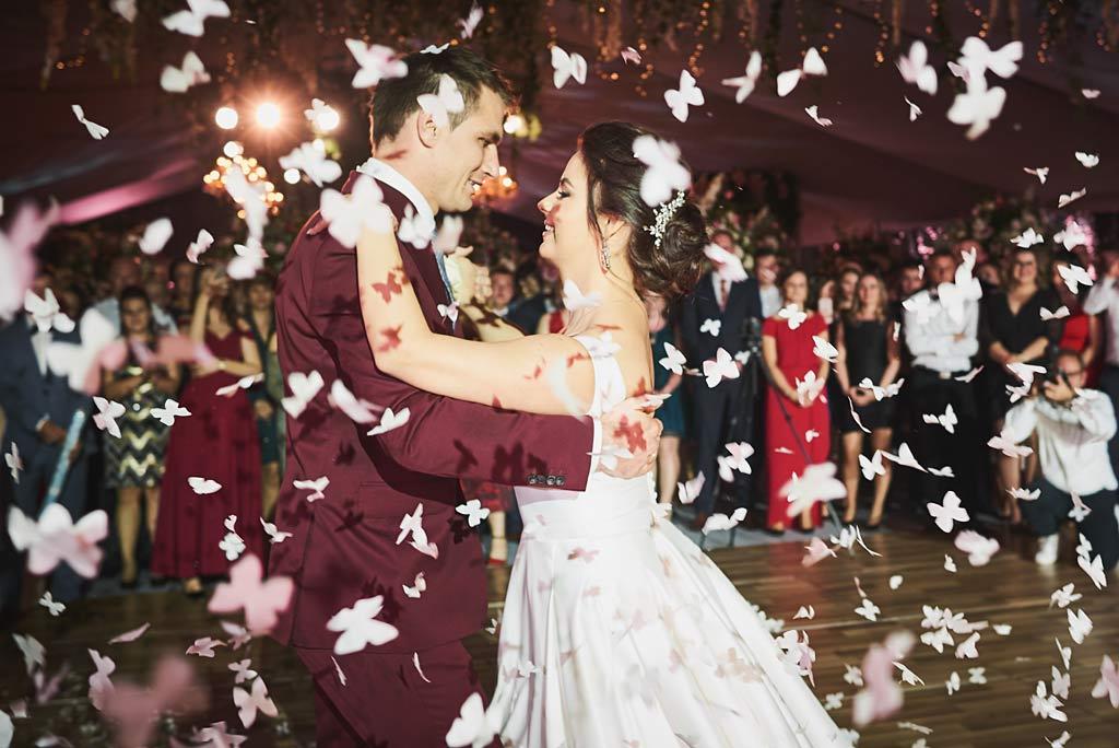 pierwszy taniec pary młdej